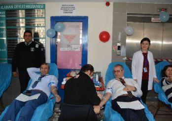 Dalaman'da sağlıkçılardan kan bağışı