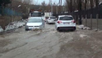 Eriyen kar suları sürücülere zor anla yaşattı