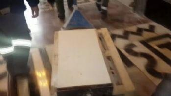 Meclisteki arbedede kürsü de hasar gördü