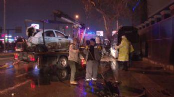 Ticari araç polis otosuna çarptı: 2'i polis 3 yaralı