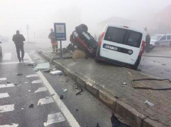 Yoğun sis nedeniyle 10 araç birbirine girdi: 6 yaralı