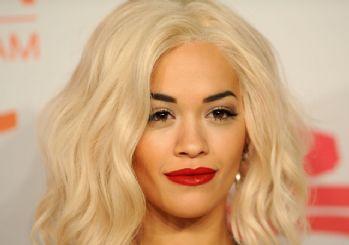 Rita Ora'nın kıyafeti alay konusu oldu