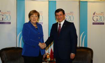 Davutoğlu Angela Merkel ile görüştü