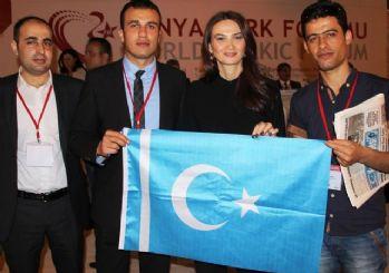 Azeri vekil maaşını Türkmenlere bağışladı