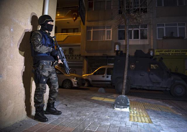 İstanbul'da hareketli dakikalar! 17 adrese baskın düzenlendi