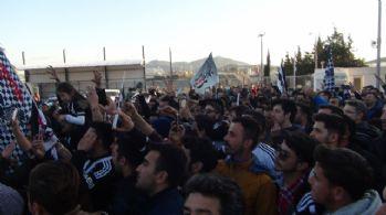 Beşiktaş taraftarı takımını protesto etti