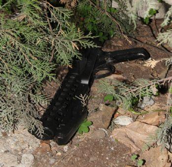 Bahçeye atılmış suiksat silahı bulundu