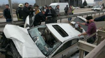 Bariyerlere saplanan otomobilden sağ çıktı