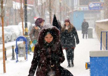 İstanbul hava durumu kar geldi bu saate dikkat!
