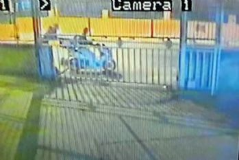 İstanbul'da motosiklet hırsızlığı güvenlik kamerasında