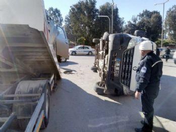 Kamyonet minibüsle çarpıştı: 9 yaralı