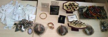 Çaldığı 140 bin TL'lik altın ve gümüşü satarken yakalandı