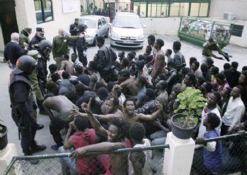 500 göçmen sınır tellerini aşıp İspanya topraklarına girdi