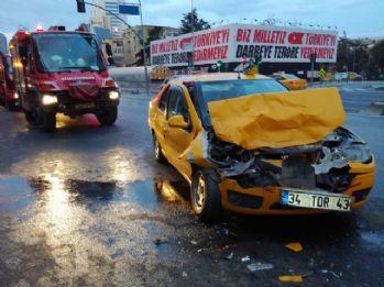 Şişli'de taksi tur otobüsüne çarptı: 1 yaralı