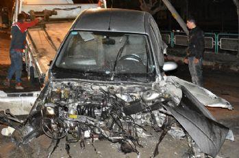 Otomobil direğe çarptı, ilçe elektriksiz kaldı