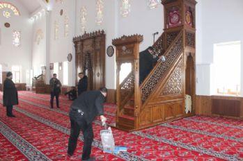 Hükümlülerden cami temizliği