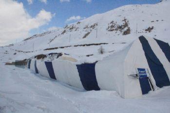 Hakkari'de buz pistinin çatısı çöktü
