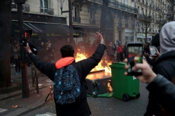 Fransa'da protestolar büyüyor