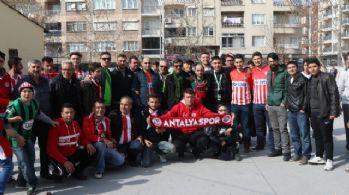 Akhisar ile Antalyaspor taraftarlarından örnek davranış