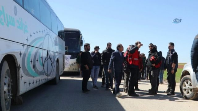 Suriyeli muhalif gruplar Halep'in kuzeyine çekiliyor