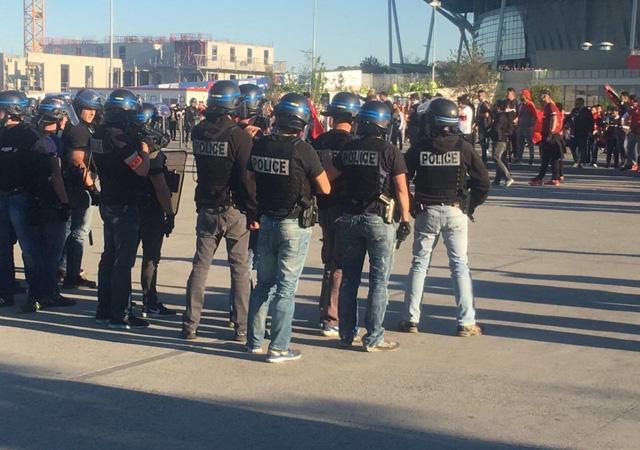 İzmir Marşı Lyon sokaklarında
