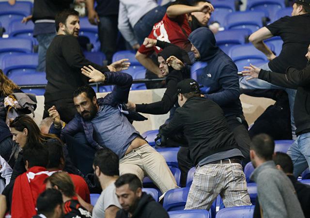 UEFA'dan Beşiktaş ve Lyon'a para cezası