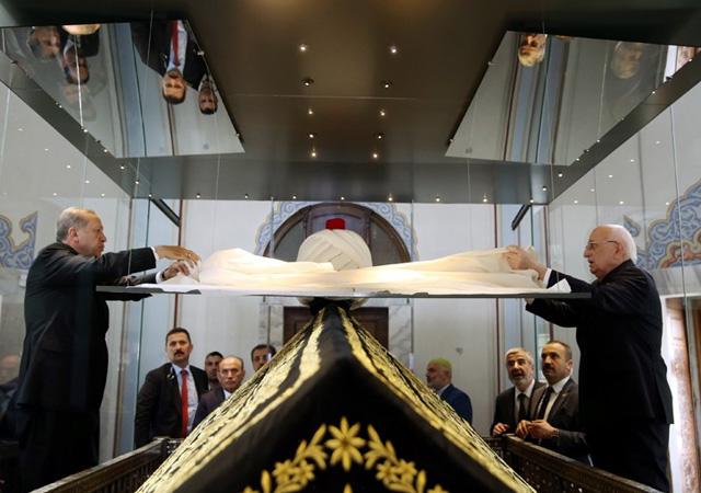 Fethullah Gülen için kaçırıyorlardı! Yavuz Sultan Selim'in kaftanı 12 yıl sonra türbede