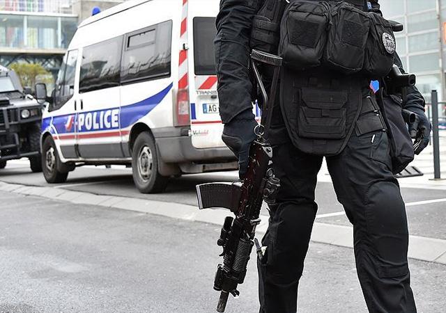 Paris'te silahlı saldırı: 1 polis yaşamını yitirdi