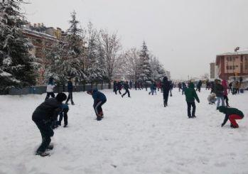 Ankara'da kar sürprizi: Sabah saatlerinde başladı!