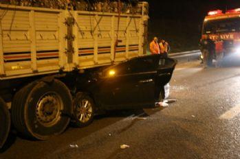 Otomobil tırın atlına girdi: 1 ölü, 6 yaralı