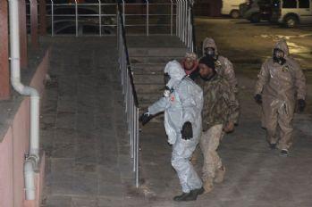 Kilis'e getirilen 2 Suriyeli KBRN kontrolünden geçirildi