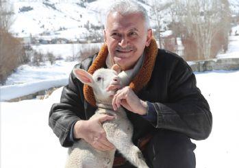 Başbakan Yıldırım, Erzincan'da Doğduğu Köyü Ziyaret Etti
