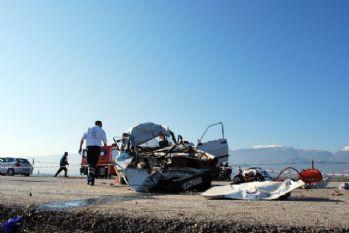Manisa'da korkunç kaza: 3 ölü, 2 yaralı