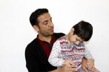 İşitme engelli 7 yaşındaki kızın ilk sözü 'baba' oldu