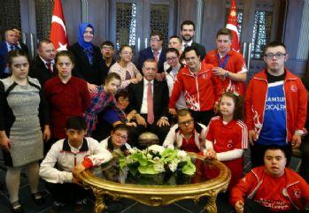 Erdoğan down sendromlu çocukları kabul etti