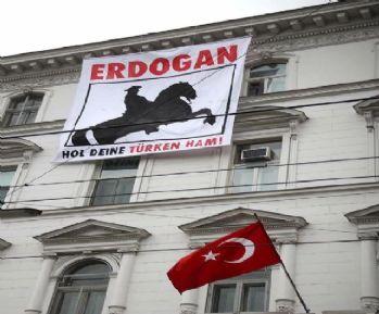 Türk Büyükelçiliğine saldırıyı aşırı sağcı grup üstlendi