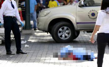 Sokak çocukları 2 askeri öldürdü