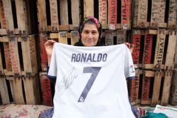 Ümmiye Teyze Ronaldo'yu Mersin'e çağrdı