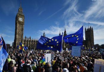 İngiltere'de 'AB' protestoları sürüyor