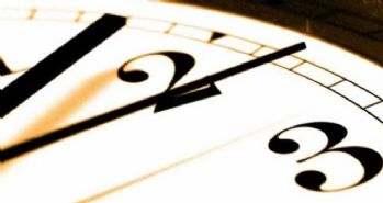 Şu an saat kaç? Avrupa'da yaz saati uygulamasına geçildi, Türkiye'de kafalar karıştı