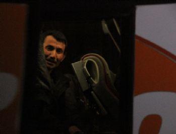 Yolcu otobüsünde 63 kaçak göçmen yakalandı