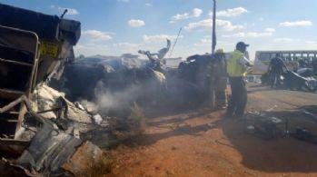 Güney Afrika'da otobüs kazası: 20 öğrenci ölü