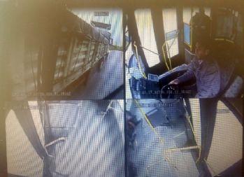 Halk otobüsü ile tırın çarpışma anı kamerada