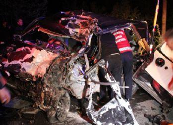 Tır ile hafif ticari otomobil kafa kafaya çarpıştı: 1 ölü