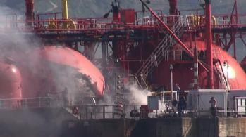 Körfez açıklarında LPG tankeri yandı: 9 yaralı