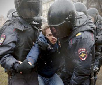 Putin karşıtı gösterilerde yüzlerce gözaltı