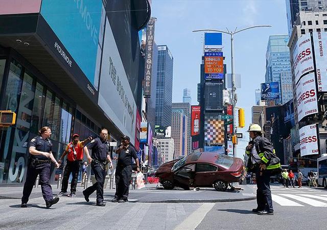 New York'ta araç yayaları ezdi: 1 ölü, 23 yaralı