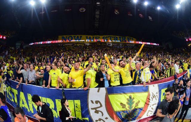 Sinan Erdem, sarı-laciverte boyandı