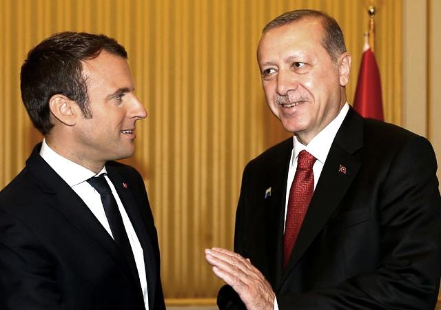 Macron, Erdoğan'ı hayranlıkla izledi