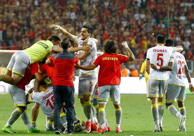 Göztepe Süper Lig'e yükseldi!
